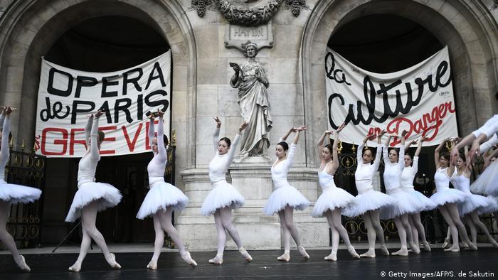 Frankreich Generalstreik | Paris Opera, Protest (Getty Images/AFP/S. de Sakutin)