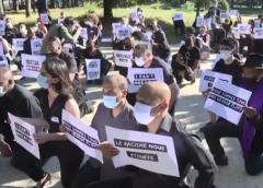 法国民众在美国驻法大使馆前集会 缅怀暴力执法受害者弗洛伊德