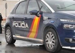 西班牙一名28岁年轻人在手机私藏2484张女生私密照, 被警方逮捕