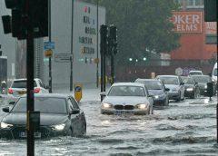 伦敦三小时下了一个月的雨量 公共交通受阻 医院停诊